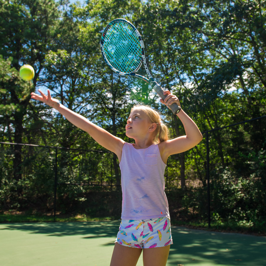 girl-playing-tennis